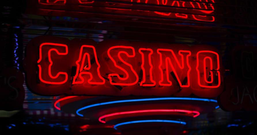 Ar ko tiešsaistes kazino ir īpašs?